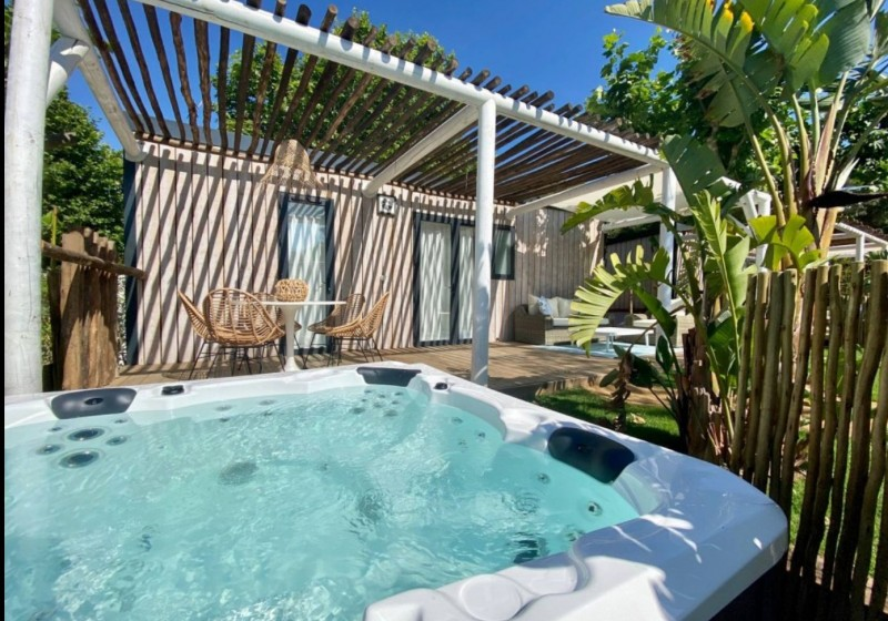 Piscina y zona wellness Camping Sant Miquel